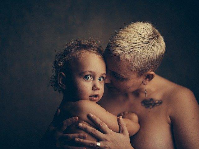 lásky matky k dítěti