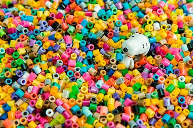 Rozsypané barevné korálky