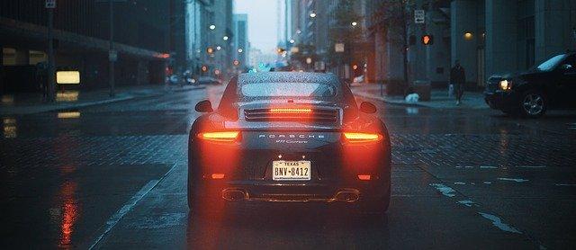 auto na ulici
